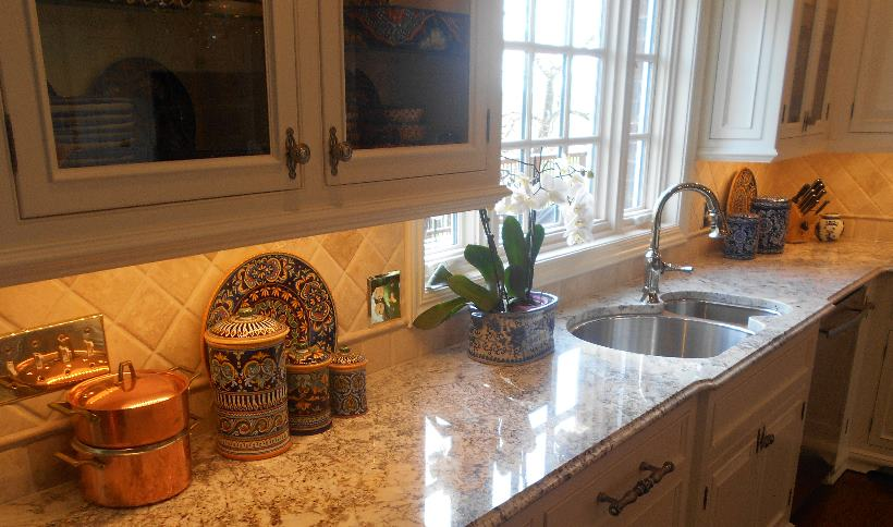Kitchen Countertop / Granite / White Springs / Ogee Edge Detail